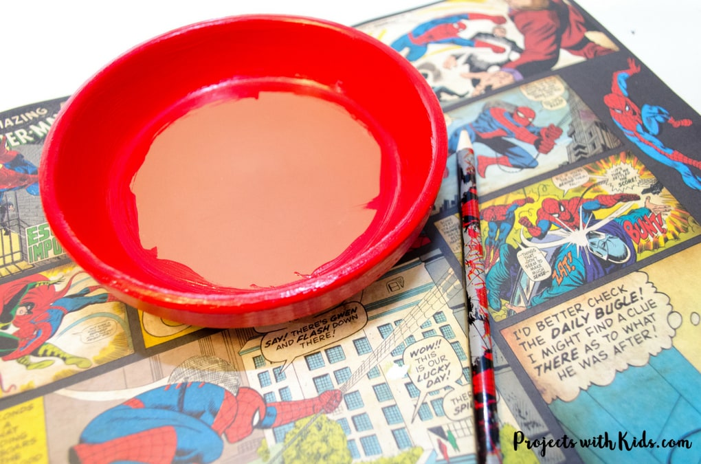 Give dad or grandpa a super place to put spare change, keys or desk clutter with these superhero trinket dishes Father's Day craft and gift. Perfect for at the front door, on a dresser or at a desk. This superhero trinket dish is an awesome handmade gift that is sure to be a big hit! Kids will love making this craft for dad or grandpa.