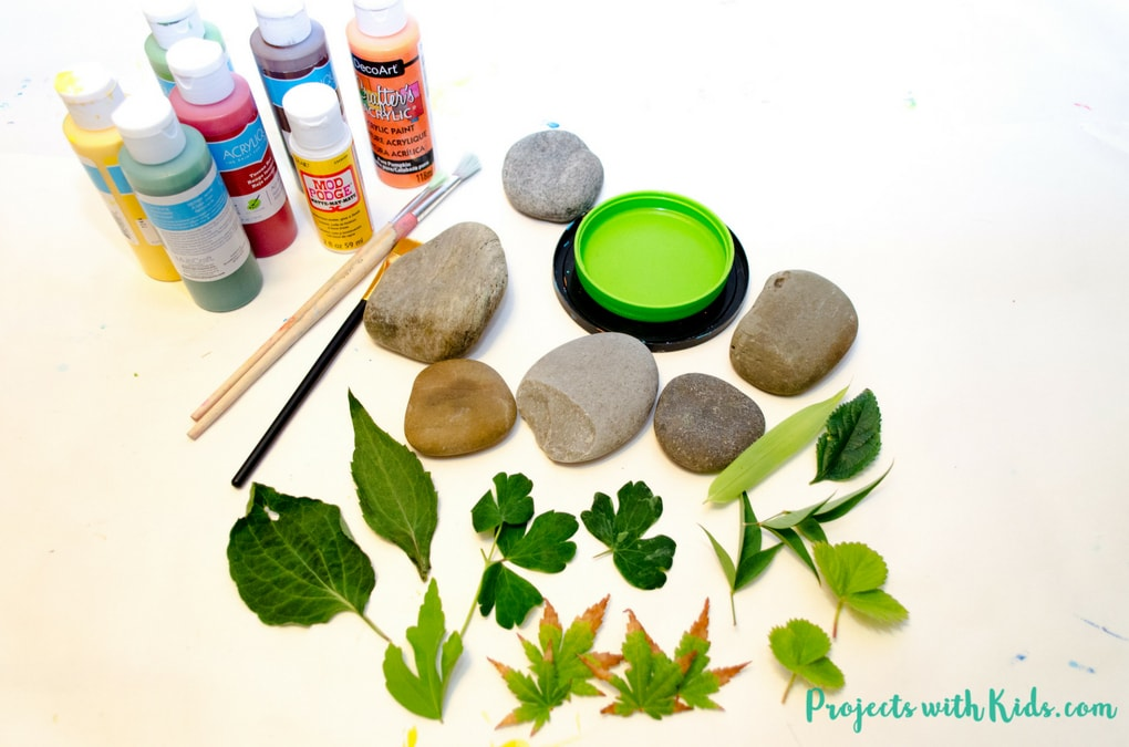 Easy Leaf Printing on Rocks Autumn Craft | Projects with Kids