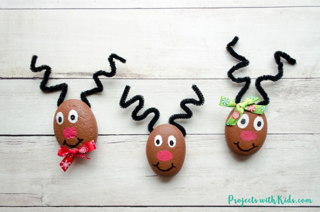 These reindeer painted rocks are easy to make and just adorable! They make a wonderful Christmas craft that kids of all ages will enjoy creating.