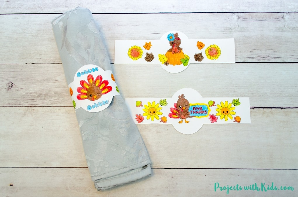 Thanksgiving kids table free printables, an easy no prep acitivty for kids to help decorate for Thanksgiving. Adorable printable napkin rings for kids to color, cards for kids to color and write or draw what they are thankful for this year.