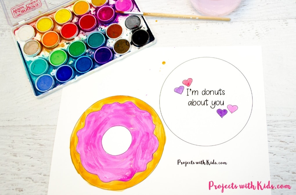 Kids will have tons of fun creating these adorable Valentine's Day donut cards! A super easy Valentine's craft that comes with a free printable.