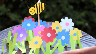 Fun spring craft for kids-Paper plate garden and bee