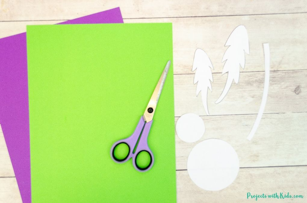 Cutting out a template for a dandelion craft